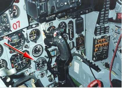 Chrono et avion du type de la patrouille Breitling Airclock_mig29-cockpit